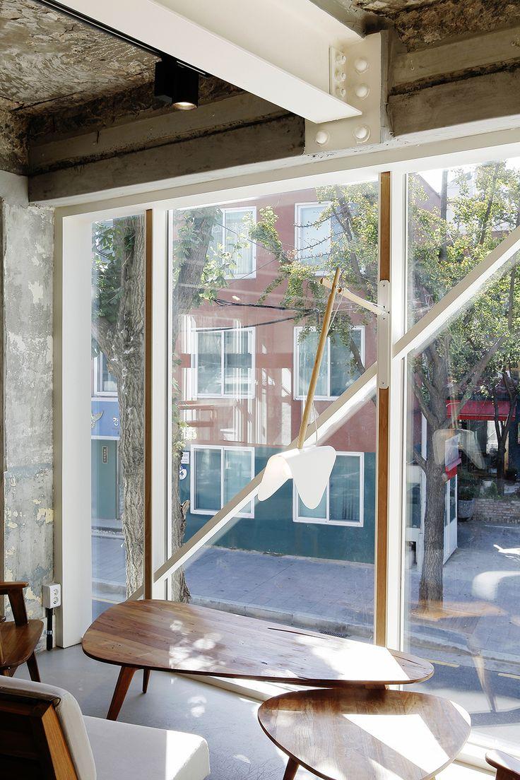 Cafe Kona Queens Space designed by BKID#Konaqueens #Flagship #Cafe #Interior #Furniture #Structure #BKID #BKIDSTUDIO #송봉규 #bongkyusong