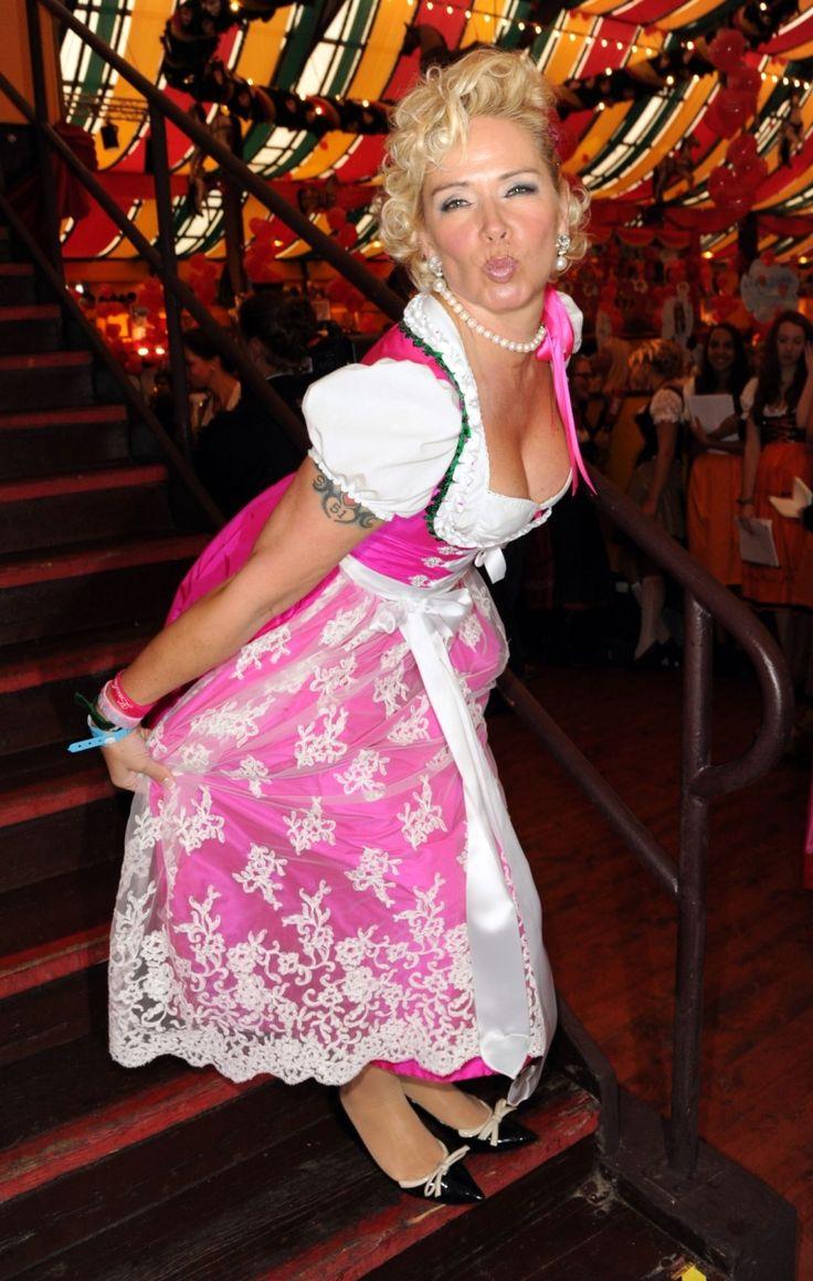 Oktoberfest Hippodrom 2012 Claudia Effenberg Im Dirndl Dirndl Dirndl Madchen Oktoberfest Dirndl