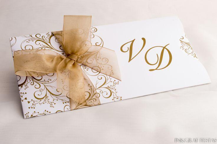 convites reais, festas de sucesso: CASAMENTO    Parabéns ao casal Vanessa e Diego que escolheram para seu convite de casamento um lindo modelo com delicados arabescos impressos em dourado e para completar um laço de organza também dourado, ficou lindo.  (festa dia 22 de outubro de 2016, São Lourenço do Sul-RS).    #casamento #festas #inkgraffestas #convites #perfeitos