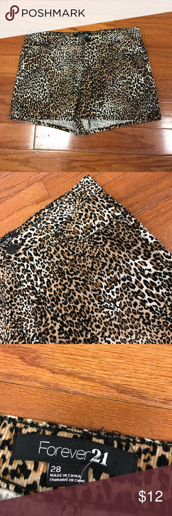 """Forever 21 Cheetah Shorts Cheetah print, 3 front and 2 back pockets, zipper and button closure. 65% polyester and 35% katoen. Soft material. Great condition. 32"""" waist by 2"""" inseam Forever 21 Shorts"""
