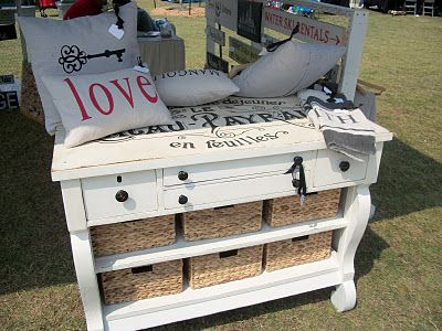 How to transfer typography onto furniture, including how to enlarge your image.Transfer Typography, Ideas, Three Mango, Diy Crafts, Dressers Makeovers, Furniture, Mango Seeds, Chest Of Drawers, Graphics Fairies