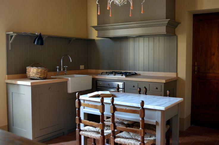 Pleasant Hill Shaker Kitchen  by Homewood Bespoke: cucina in stile Shaker ---  Homewood Bespoke Kitchens and Cabinets, progettazione e produzione sartoriale artigianale full bespoke di cucine e arredi su misura --- www.homewood.it