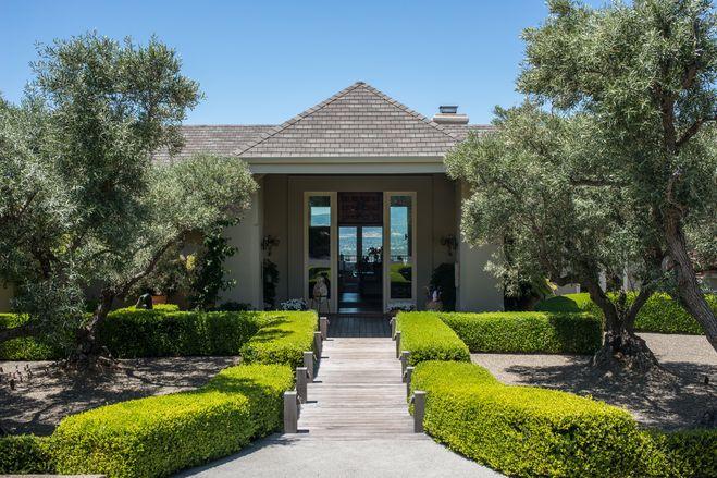 【スライドショー】「カリフォルニアワインの父」未亡人、M・モンダヴィ氏のナパバレー邸宅 - WSJ.com