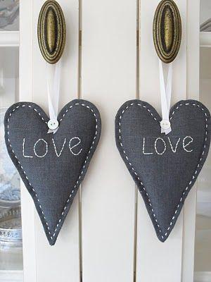 "2 Coeurs brodés ""Love"""