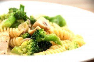 Pastaskruer med broccoli og kylling er god mad for både børn og voksne. Foto: Guffeliguf.dk.