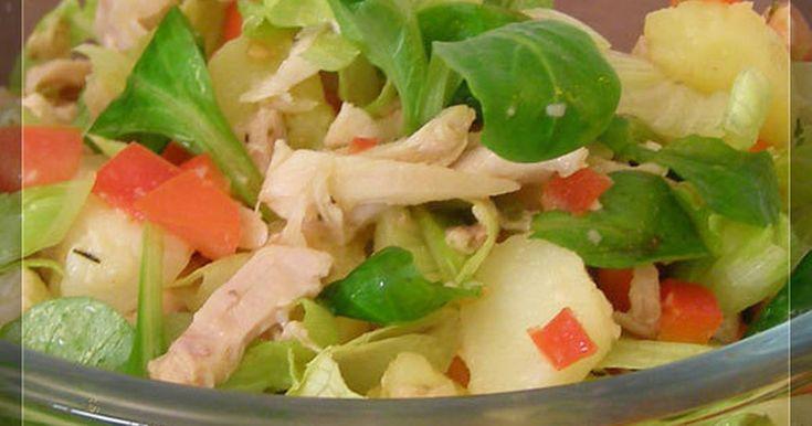 Salpicón de ave (pollo)    Una ensalada fresca ideal para cuando te sobra pollo asado, lleva pollo, tomates, pimientos, lechuga y canonigos.