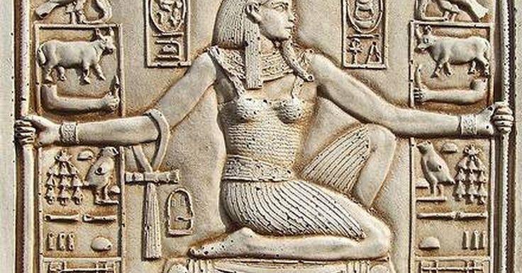 Como fazer uma decoração Egípcia para uma festa. Adultos e crianças adoram uma festa temática Egípcia. Com um pouco de preparo e criatividade, você pode fazer um festa temática sem comprar itens de decoração caros em lojas de festas. Ao fazer uma decoração Egípcia extravagante e realista para sua festa, você vai encantar convidados de todas as idades.