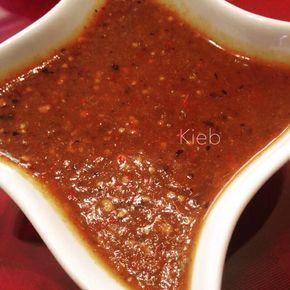 Salsa de tomatillo y chile de árbolEstilo Guadalajara ¼ de tomatillo6-10 chiles de árbol1 Chile guajillo o 2 cascabel1-2 dientes de ajo1 taza de aguaSal c/n 1. Asa en un comal los primeros cuatro ingredientes.2. Licúa todos los ingredientes agregando sal al gusto. Disfruta. *Esta salsa la encuentras en casi todos los lugares en Guadalajara.