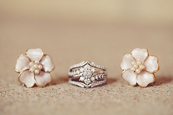Loving this flower motif of the engagement ring and two wedding bands