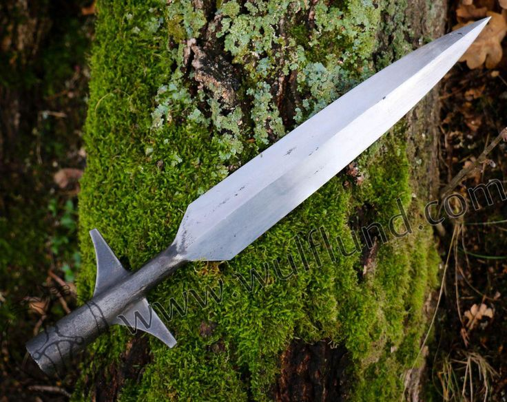 Replica of a Viking spear that was made in our smithy. Inspiration we found in spears  from the 10th century, mainly from Norway. Total length: 40 cm.