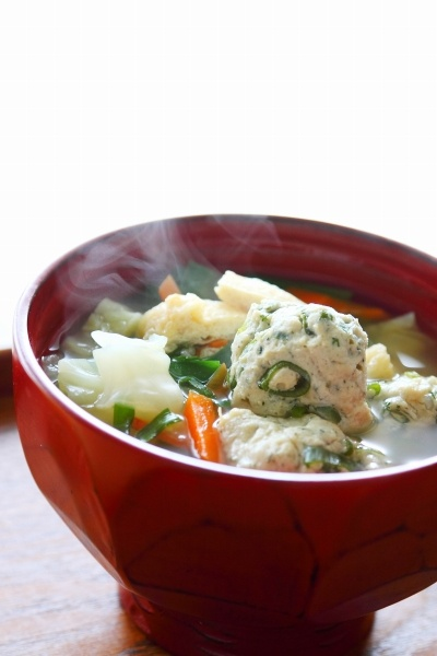 Japanese Food Tsumire-jiru, Minced Fish (Surimi) Balls Soup with Spring Young Cabbage|春キャベツの具沢山つみれ汁