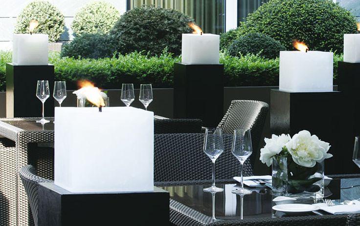 Finca Kerzen - Mit den passenden Stelen und Gläsern bietet unsere Outdoor-Kerzen Welt wunderbare Dekorationen für den Außenbereich.