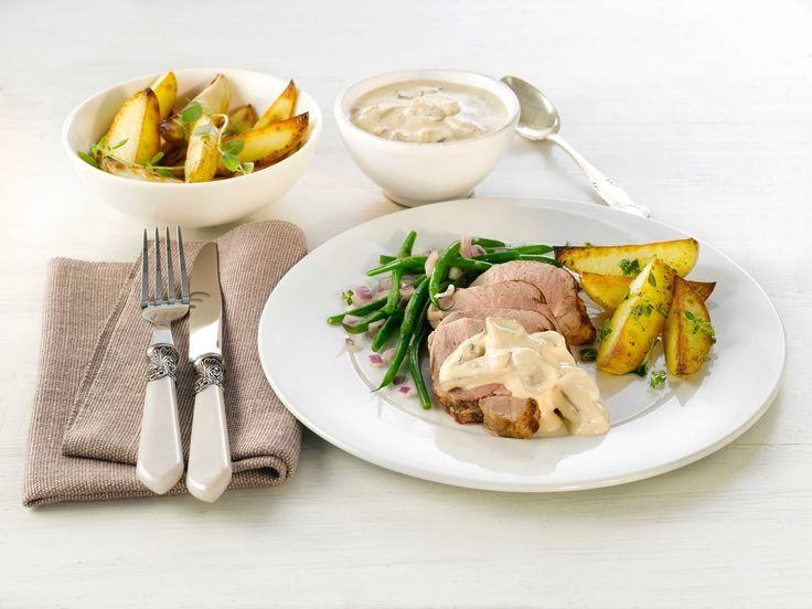 Svinefilet med soppsaus er en enkel og smakfull oppskrift som passer like godt til hverdags som til helgemiddag.