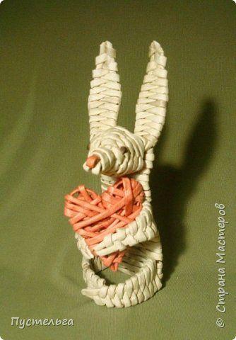 Мастер-класс Поделка изделие Валентинов день Плетение Влюблённый заяц Бумага Трубочки бумажные фото 1