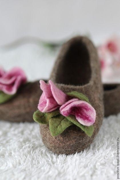 Обувь ручной работы. Тапочки из войлока. Марина. Интернет-магазин Ярмарка Мастеров. Авторский войлок, купить тапочки, подарок для женщины