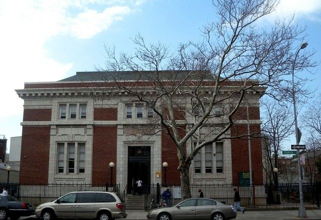 The 496 Franklin Avenue library was built by the architectural firm of Lord & Hewlett in 1905. The Bedford Library was the first branch of the Brooklyn Public Library system, which opened in 1887 within the old PS 3 on Bedford Avenue. After moving to Brevoort Place in 1899, and Avon Hall in 1902, the library finally had its own building – a Carnegie building – in 1905.