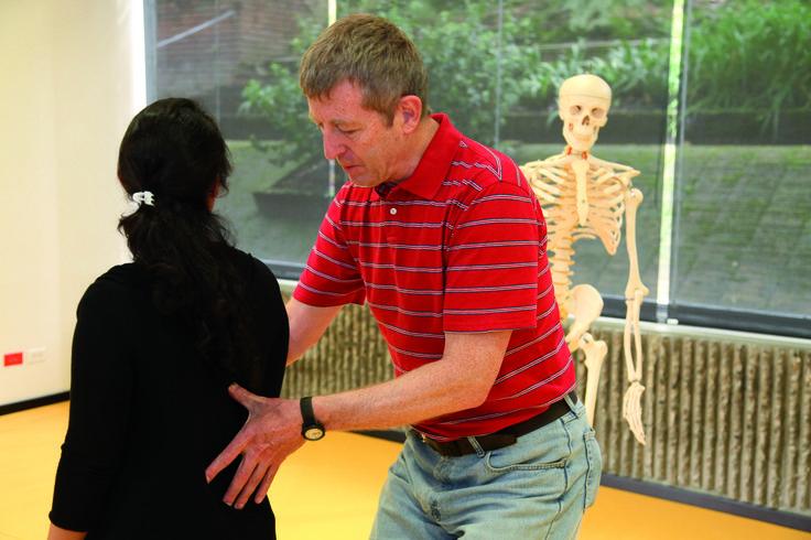 Malas posturas: la anatomía de lo inconsciente y lo automático
