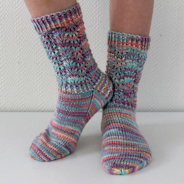 Mönsterstickade sockor