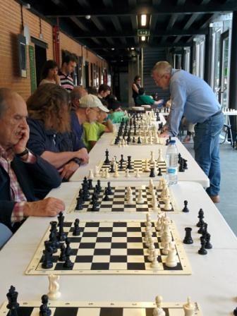 Partida múltiple de ajedrez, segundo fin de semana de la feria.