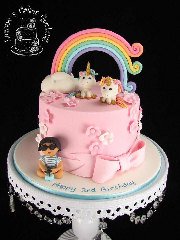 Rainbows and unicorns, pink and flowers. All the things a little girl loves plus the iphone of course. Inside are colourful pastel layers with buttercream.