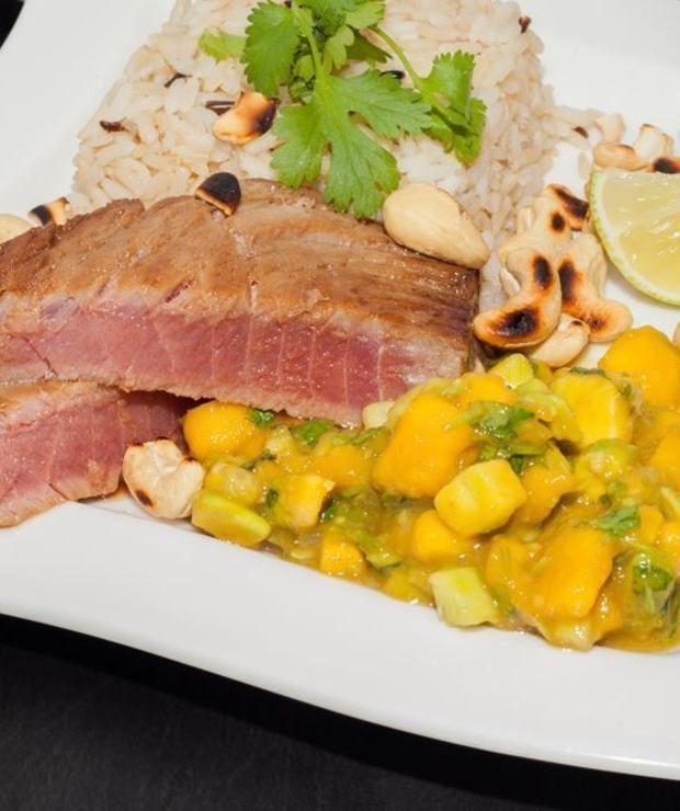 Stek z tuńczyka z tropikalną salsą  - Tuńczyk