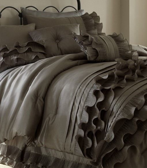 8 Piece Platinum Ruffled Comforter Set (Queen)
