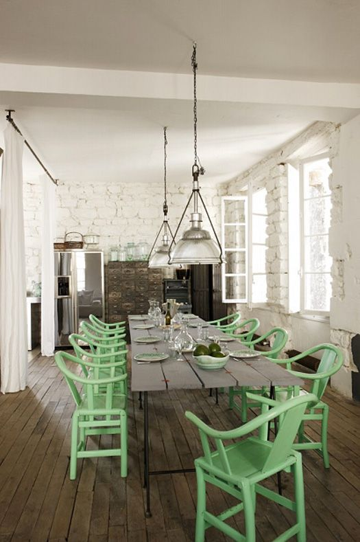 OMG I love this loft (apparently that of designer Paola Navone)! The row of windows, the original ...