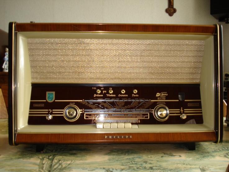 De radio van oma, die altijd van de zender sprong als ik in de buurt kwam
