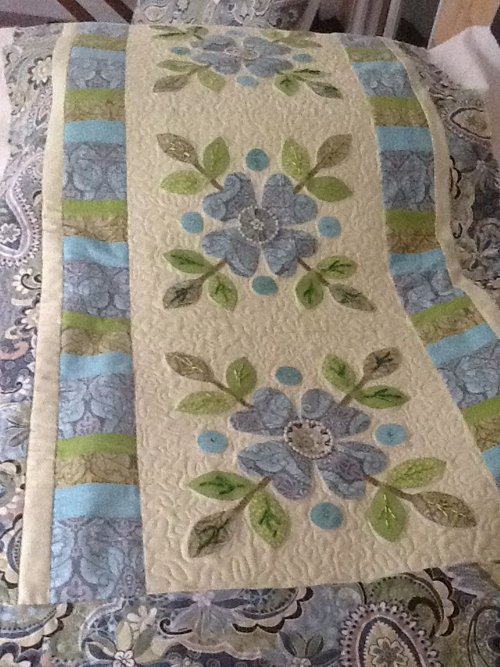 Beautiful Applique Quilted Table Runner.   xxx