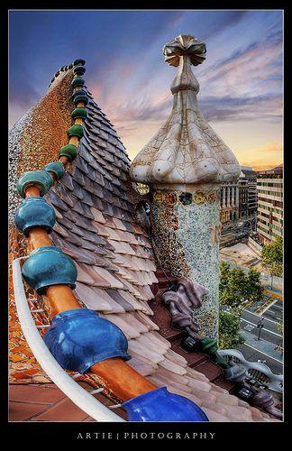 Barcelona, Casa Batllò . 1904-6. Antoni Gaudi.Espina del Dragón