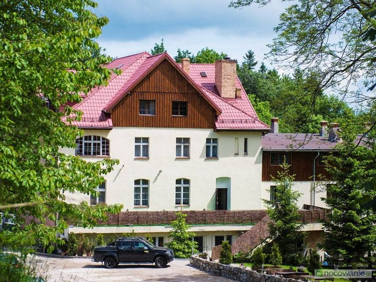 Leśny Dwór położony w Karpaczu to świetne miejsce na spędzenie urlopu! Szczegóły oferty: http://www.nocowanie.pl/noclegi/karpacz/pensjonaty/84518/ #nocowaniepl #accommodation #mountains #travel #Poland #vacation #holiday