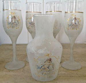 Ensemble de cinq pièces dont 4 coupes et un pichet en verre Murano. Italie 35$ l'ensemble