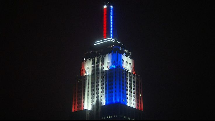 L'Empire State Building grazie ai led rossi e blu indica l'andamento dell'elezioni e diventa un media