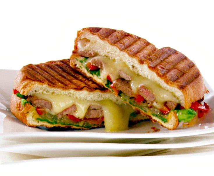 Ο Δημήτρης Σκαρμούτσος στο Fooding Around ανακαλύπτει το πιο νόστιμο ιταλικό sandwich