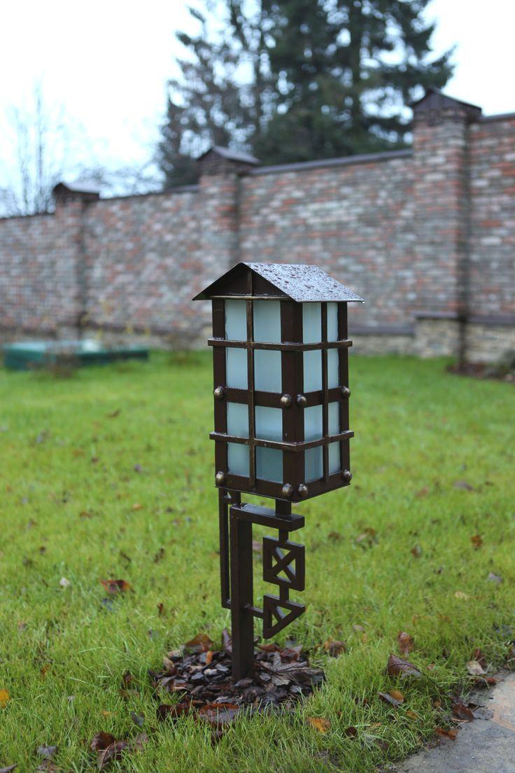 Классический стиль садового дизайна. Садовые фонари от производителя: http://www.metal-made.ru/production/