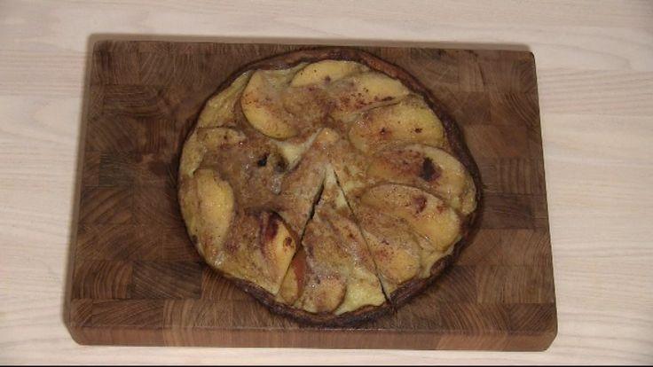 Æblepandekage med flødeskum og syltetøj