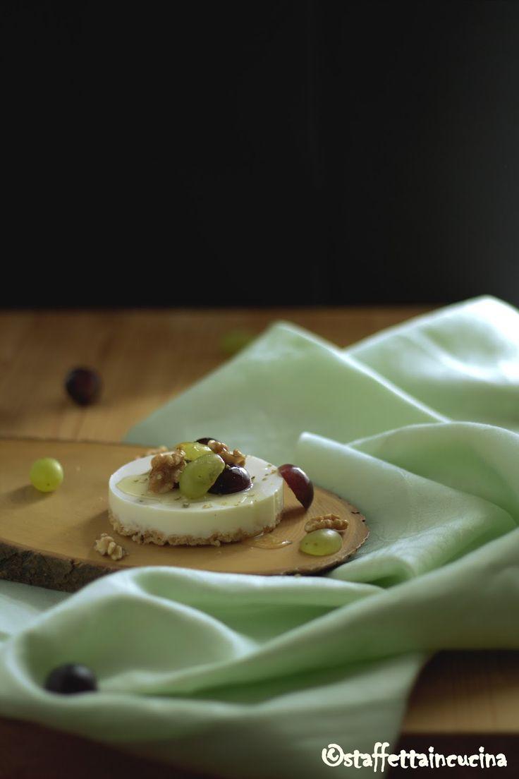 staffetta in cucina: Cheesecake al caprino con miele, uva e noci