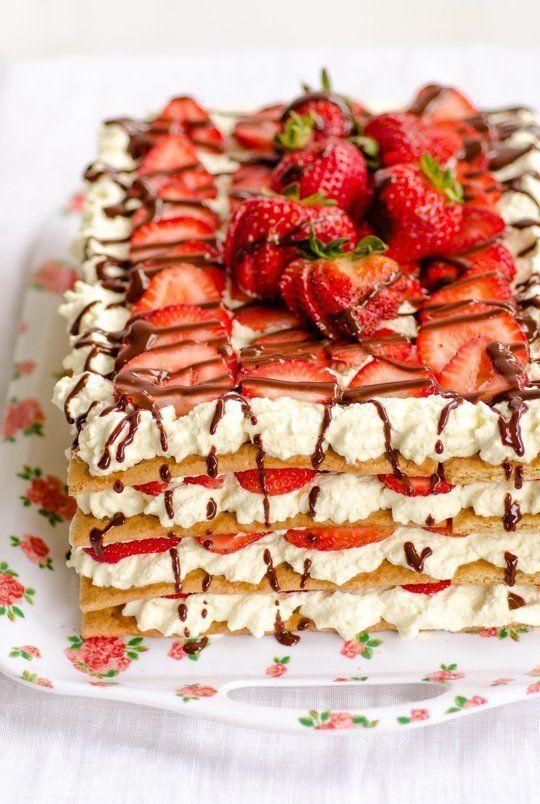 オーブンいらずレシピ★ミルフィーユ風ストロベリーチョコアイスボックスケーキ - macaroni