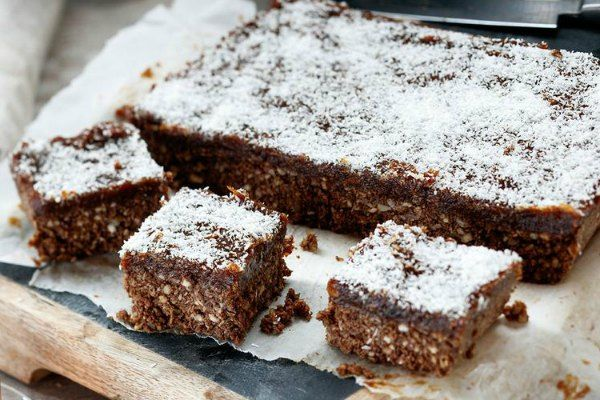 Raw date and coconut slice