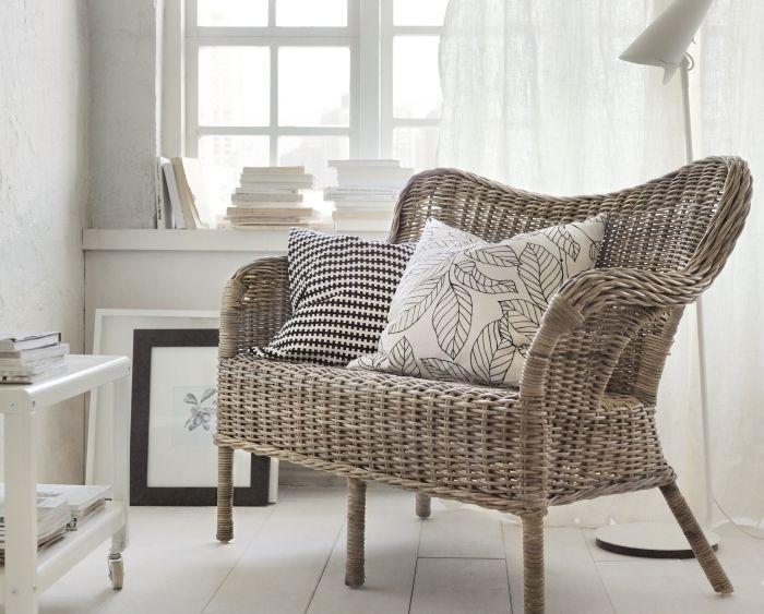 Le canapé NIPPRIG est tressé à la main, chacun est unique. Fait de fibres naturelles, il est léger tout en étant solide et résistant.