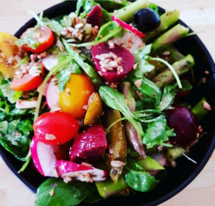 summer salad #beetroot #asparagus #rocketlettuce #sunflowerseeds #hempoil #applecidervinegar #cherrytomatoes
