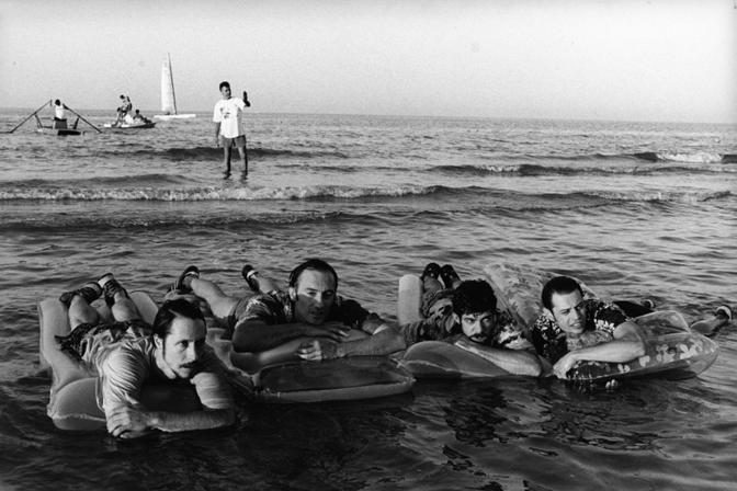 Da zero a dieci di Luciano Ligabue (2002). Massimo Bellinzoni, Stefano Venturi, Pierfrancesco Favino, Stefano Pesce [ph. Chico De Luigi]