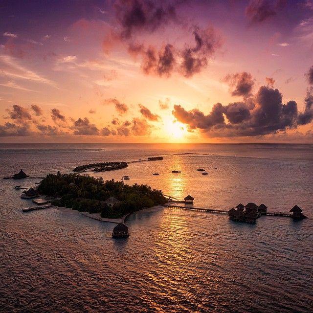 Sunset over the Maldivian paradise of Per Aquum Huvafen Fushi - old school, from a parasail :-) #SanDiskStories #Nikon #Vista #Villa #HuvafenFushi #PerAquum #BTS #Landscape #Sunset #Parasail #NoDrone #Reflection #IndianOcean #Island #Luxury #Maldives #Maldivian #Male #Aerial #Photography