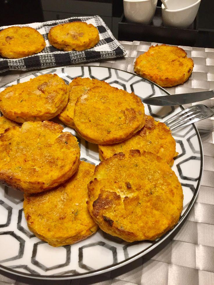 un'idea davvero buonissima questi hamburger di zucca, un piatto vegetariano da accompagnare con una semplice insalata!