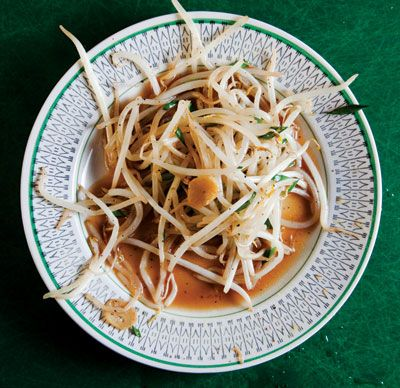 Stir-Fried Bean Sprouts With Chinese Chives: Chive Recipes, Bean Sprouts, Taug Goreng, Goreng Stirfri, Goreng Stir Fries, Chinese Chive, Vegans Recipes, Beans Sprouts, Stir Fries Beans