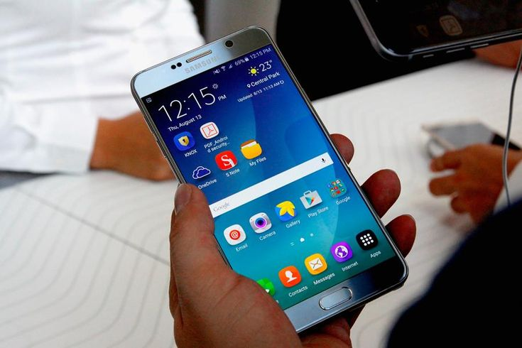 Samsung started rolling out the Android 6.0.1 Marshmallow software update for the Galaxy Note 5. The update brings a number of new features and improvements to the phablet.