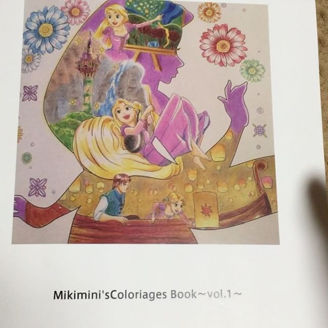 。 。 今回はコロリアージュ番外編!✨ 年明けすぐに注文してたMy Coloriages Bookが届きましたので動画でご紹介ー(*´˘`*)♡ 2週間程度で届くってかいてたけど、10日くらいで届きました!✨ 。 。 Twitterでフォトブック作ってる方がいて、私も作ってみたくなって!♥️ 今回私はノハナ っていうアプリでスマホでササッと注文しました✨予想以上にしっかりした作りで、綺麗な仕上がりで満足です(*´˘`*)♡サイズは小さいけど手のひらサイズくらいで、これがまた可愛いです😍 。 。 こちらのアプリやと、毎月1冊は送料のみ(私は200円ちょっとで作れました😊)でブック代は無料で作れちゃうので、本当にお得で簡単でしたー(∩˃o˂∩)♡ 。 。 年に1回は 自分のお気に入りのページ寄せ集めでフォトブック作ろうかな😊✨ 。 。 #コロリアージュ #大人の塗り絵 #フォトブック #ノハナ