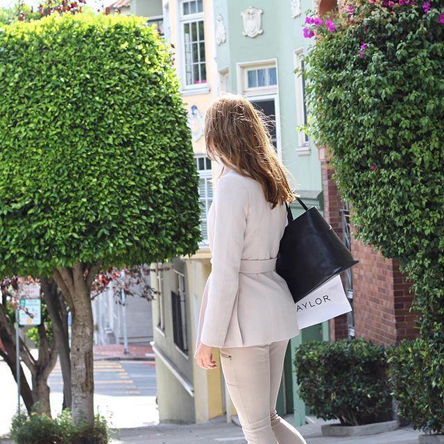 www.bydansti.com✨ #bydansti #bag #bags #tote #leather #vegetabletanned #sanfrancisco #travel #fashion #style #streetstyle #pastels #blush #brunette #woman #picoftheday #ootd #veske #skinnveske #nettbutikk #norsk #scandinavianstyle #scandinaviandesign #onlinestore
