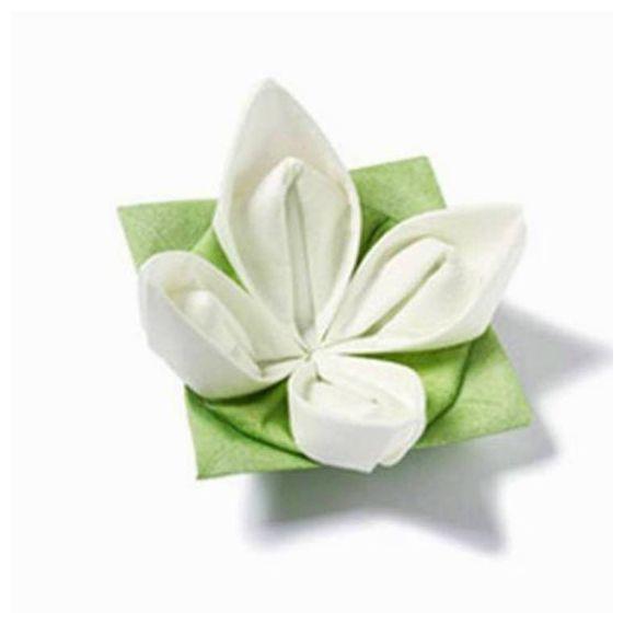 Etonnez vos invités avec cette serviette fleur a faire soi-même