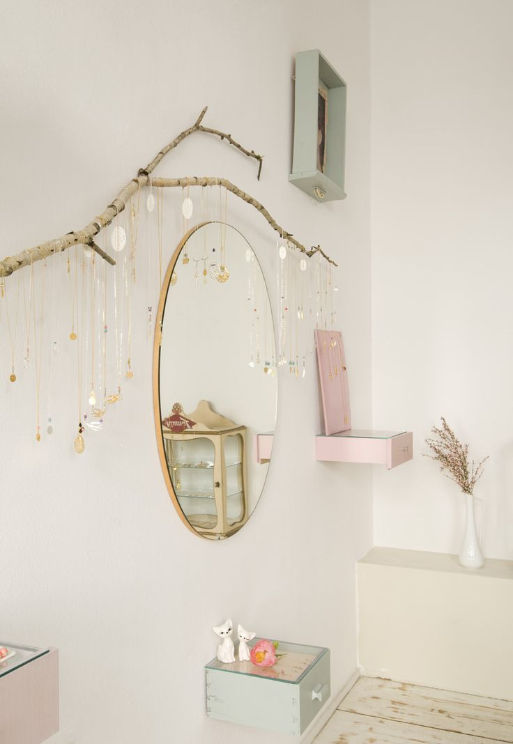 best 25 jewelry shop ideas on pinterest. Black Bedroom Furniture Sets. Home Design Ideas